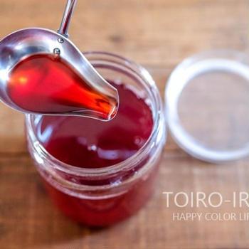 真っ赤ないちごシロップと、いちごソーダ、今日のレシピ
