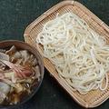 熱々漬け汁と冷たい麺、肉汁うどんで昼ごはん