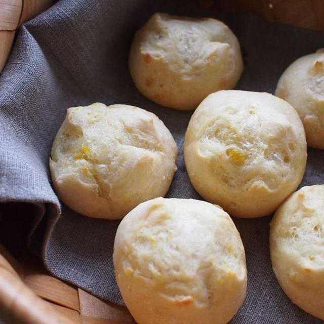 ホシノでコーンバターパンと、プルーンピューレのレーズン胡桃パン