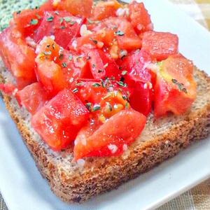 甘くてジューシー!「トマトトースト」でかんたんリッチな朝ごはん