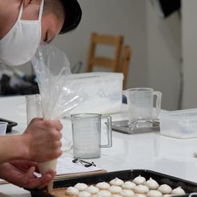 初心者の方々の上手な絞りに感動。お菓子づくりが楽しい!がそうさせる。商用使用できるプロコース/大阪お菓子教室ひすなずた