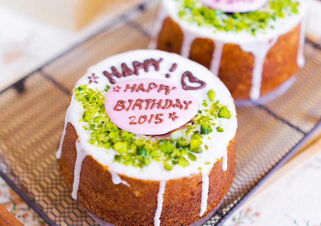 ミニクグロフの誕生日ケーキ