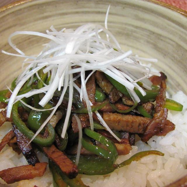 焼豚のチンジャオロースー丼