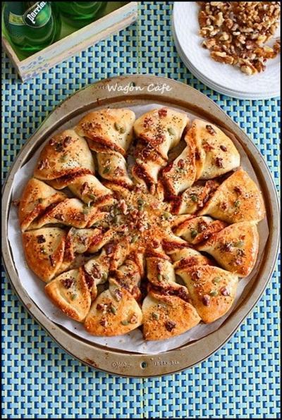 胡桃ペストで♪ ちぎりピザパン**Walnuts pesto pizza bread