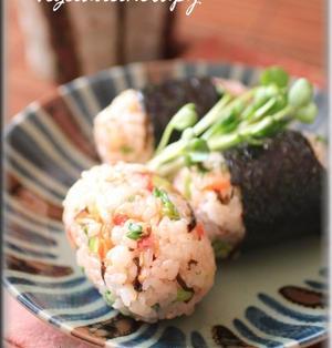 カリカリ梅と大根菜のおにぎり