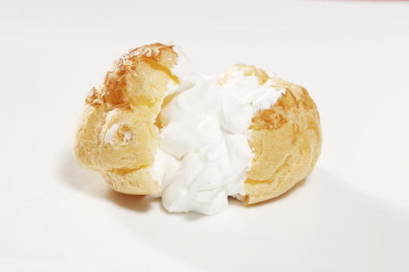 北海道産の牛乳を使用したミルククリームの中には、珍しい「白あん」が!クリーミーで絶妙な甘さは、一度食...