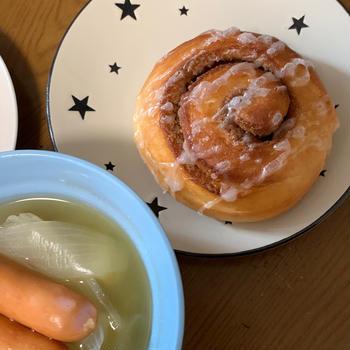 【手作りパン】しっとりフィリングのシナモンロールで☆おウチごはん【バターなし・卵なし】