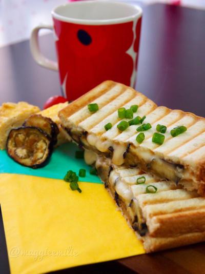 簡単朝ごはん!田楽風茄子炒めとチーズの和風パニーニ*和ニーニ*ホットサンド
