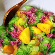 柿と菊花のサラダ