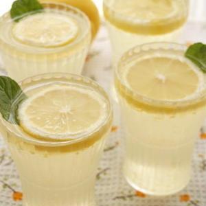 ひんやりプルン♪「レモン風味のゼリー」で、夏を爽やかに乗り切りましょ♪