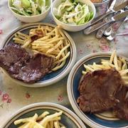 お休み最終日の昼ごはんはステーキ