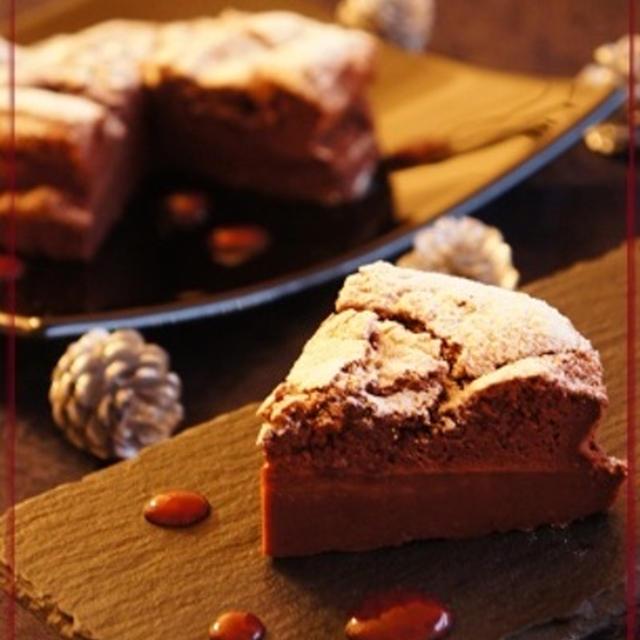 1つの生地で2層の「苺のカカオケーキ」