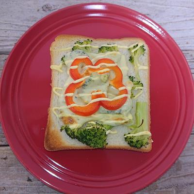 私の朝食(食パンで速攻のせ焼き)