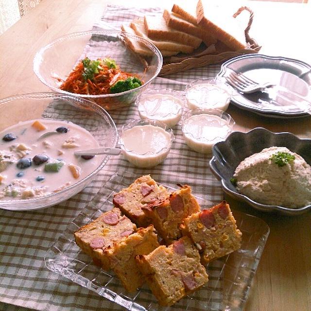 鶏むね肉とお豆腐パテとお豆腐ケークサレの朝ごはん。