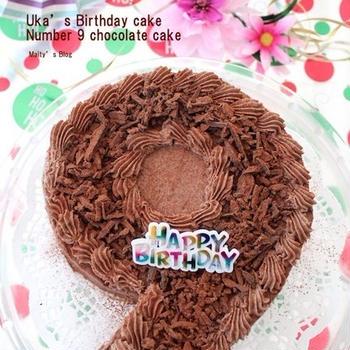 ウカの誕生日のナンバー9チョコレートケーキ