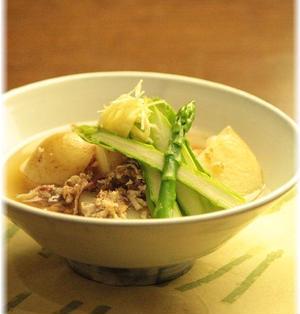 新じゃが芋とアスパラの おかかそぼろ煮。 と 献立。
