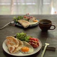 パラタで朝ごはん 目玉焼きに水入れる?