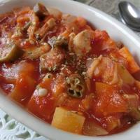 野菜ゴロゴロうま味たっぷり♪ 水不使用☆ チキンと6種の野菜でガンボ