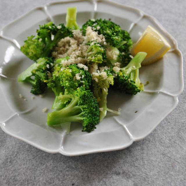 ブロッコリーパン粉サラダ