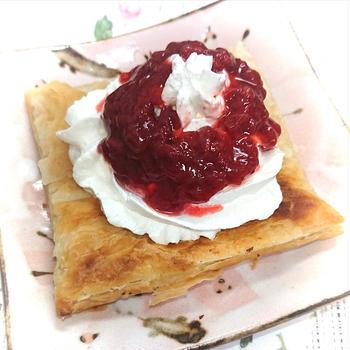 業務スーパーのパイシートでトースターで簡単苺ジャムホイップクリームパイ