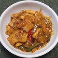 小麦せんべい入り豚肉と夏野菜の炒めカレー