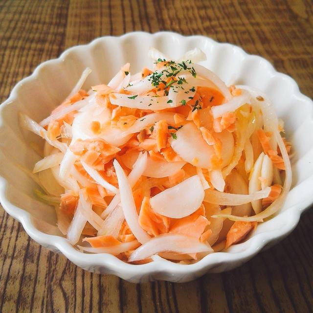 【レシピ】新玉ねぎと銀鮭のオリーブオイル和え