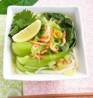 乾物でお手軽アジアめん* 青菜と桜海老のフォー