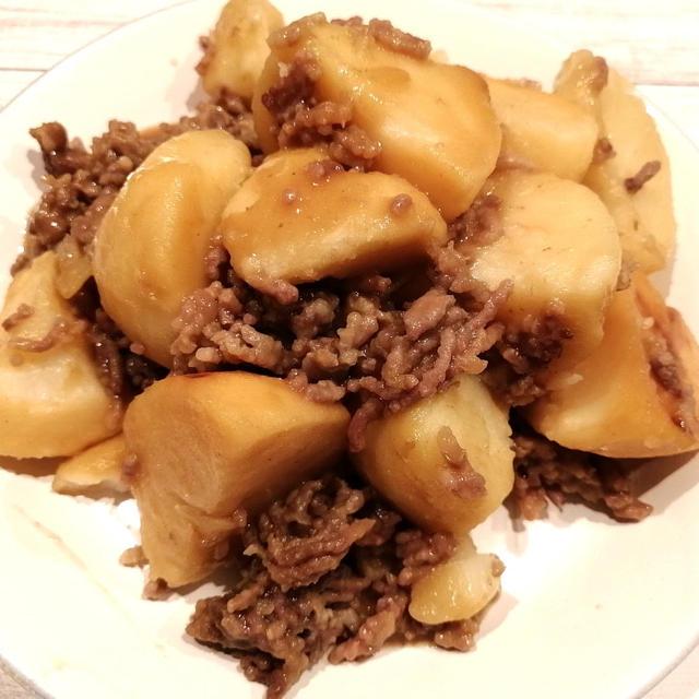 【簡単!炊飯器レシピ】具材を入れたらスイッチポンで出来上がり!ジャガイモとひき肉の梅風味煮込み