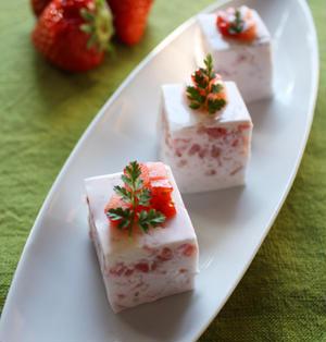 ぷるぷる苺ミルクババロアと受賞のお肉!
