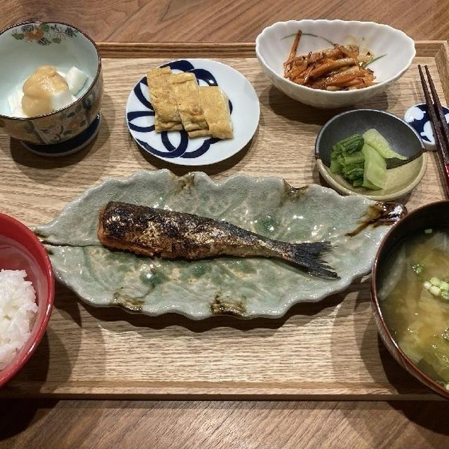 【献立】いわし明太子、長芋の酢味噌和え、玉子焼き、人参とちくわのバター醤油炒め、広島菜漬、白菜のお味噌汁
