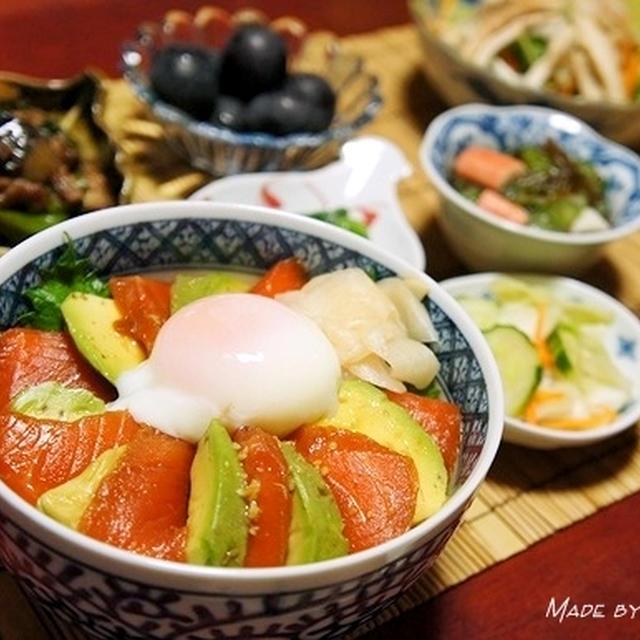 回転寿司が「漬けサーモンとアボカドの温玉丼」になっちゃったw
