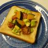 隠れチーズトースト・アボカド&プチトマトのペパー風味