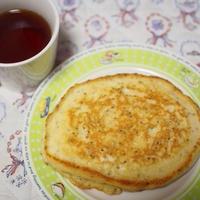 朝食に紅茶とパンケーキ