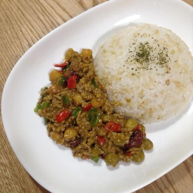 ミックスビーンズを使って簡単 「豆と挽き肉のドライカレー」