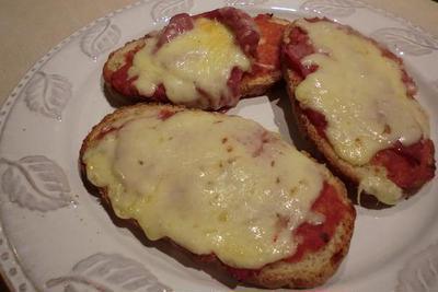 ハムとチーズのブルスケッタ