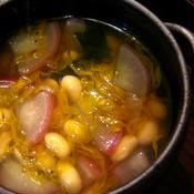 *大豆と菊のワカメスープ