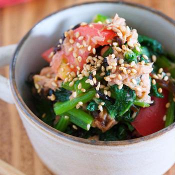 超簡単スピードレシピ♪旨味がギュギュッ♪『小松菜とトマトのツナ塩昆布あえ』