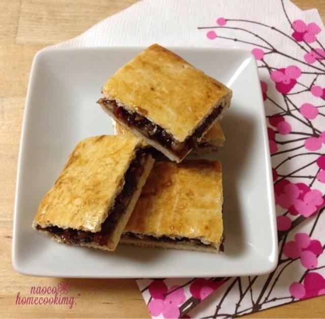 正方形の形をした中華菓子風クッキー