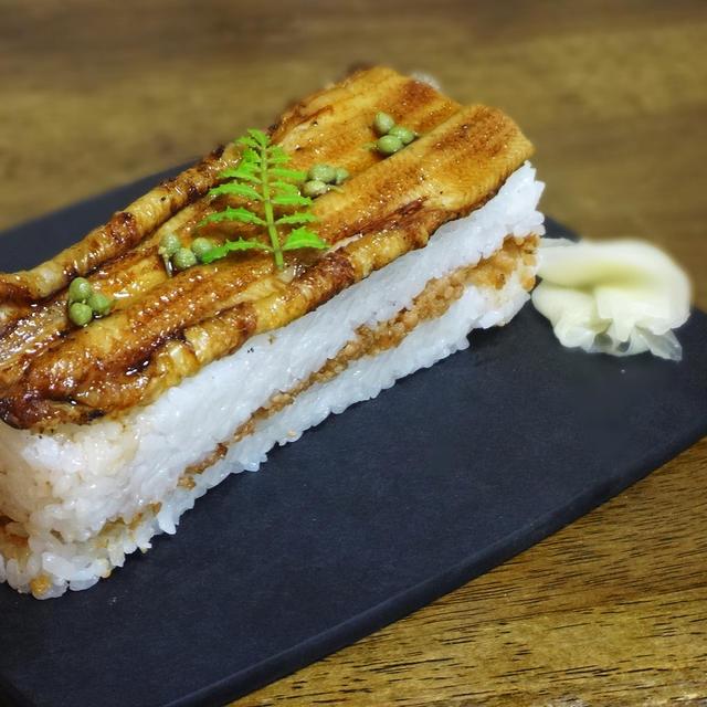 絶品!手作りの焼き穴子の押し寿司