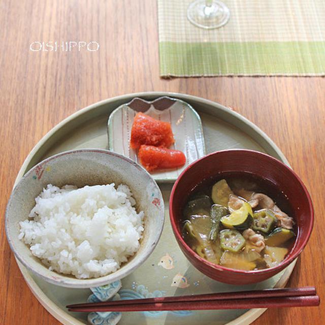 夏野菜の豚汁で一汁一菜/葉っぱのアレンジ