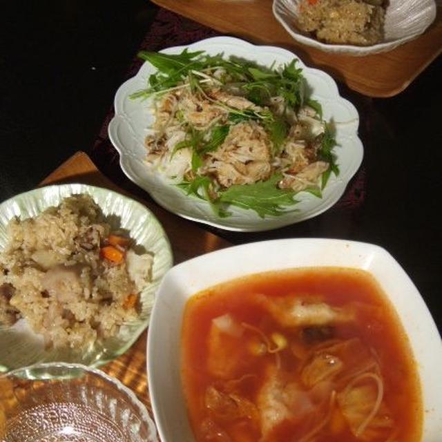キムチでピリ辛味 手包みワンタンと豆もやし入り丸鶏だしのスープ 、ねっとりしゃっきり食感がうまいおやさいたっぷり中華おこわ などなど献立
