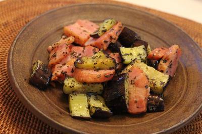 ブロックベーコンと茄子のバジルオイル炒め