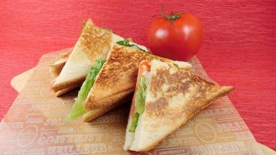 フライパンひとつでできる!トマト入りチーズクロックムッシュ