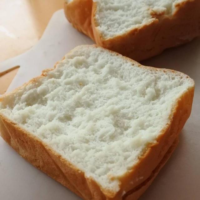 米粉100%の軽くてさくふわっな食パン。