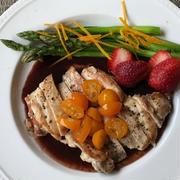 鶏もも肉のソテー 赤ワインのソース&金柑シロップ添え