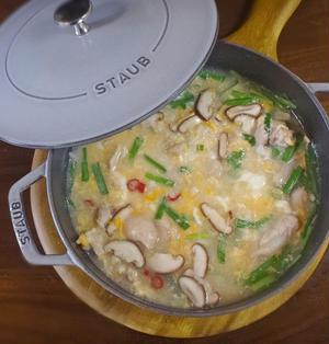 カラダ温まる鶏肉とニラたまの中華雑炊