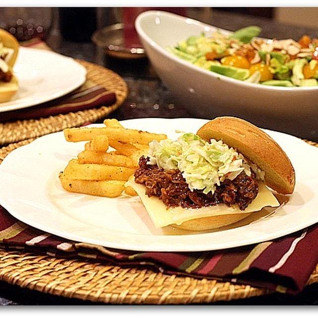 BBQポークサンドイッチ&ピーチヴィネグレットサラダ
