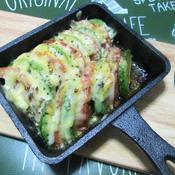 アボカドトマトのバジルチーズ焼き