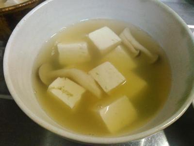 カツトマト、豆腐としめじの吸い物、手羽元のさっぱり煮、生野菜