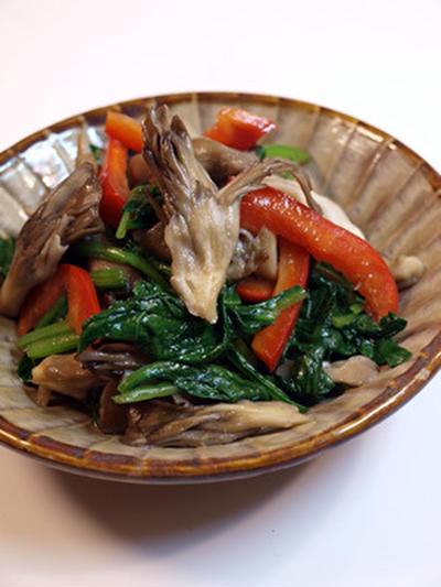 舞茸とほうれん草の醤油糀炒め